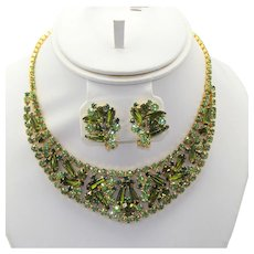 Vintage Juliana Olivine Peridot Green Spear Shaped Tapered Pentagon Rhinestone Bib Necklace Earrings Demi Parure