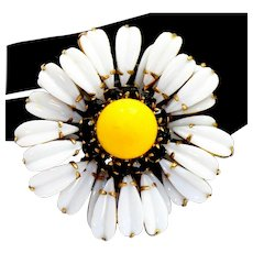 Vintage Schreiner Ruffled White and Yellow Daisy Brooch Book Piece