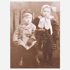 B&W Photo Postcard - 2 Children in Heavy Winter Clothing - Seattle, Wash Photographer