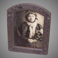 Stunning VICTORIAN ERA Gilt Brass Metal Frame with Roses & Little Girl Photo!