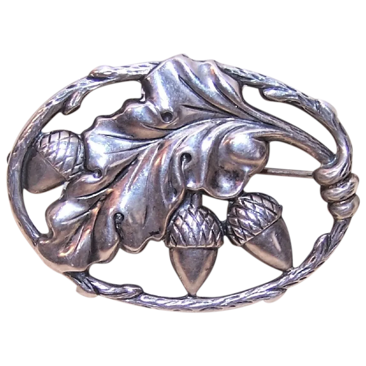 Lovely Indian made sterling silver Brooch of long scrollwork design