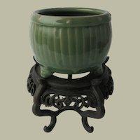 Chinese Porcelain Tripod Pot in Barrel Shape