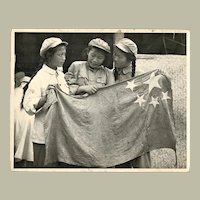 Korea War Photo Chinese Female Soldiers with Flag