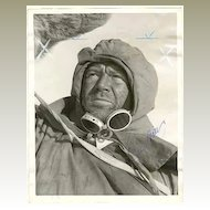 John Mills Autograph on 8 x 10 Press Photo. CoA