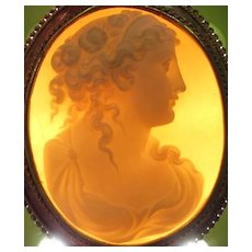 Antique Victorian 15K Yellow Gold Brooch Carved Shell Cameo Hera