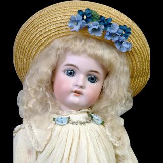 "Sweet 19"" Handwerck 79 in Cream-Colored Dress"
