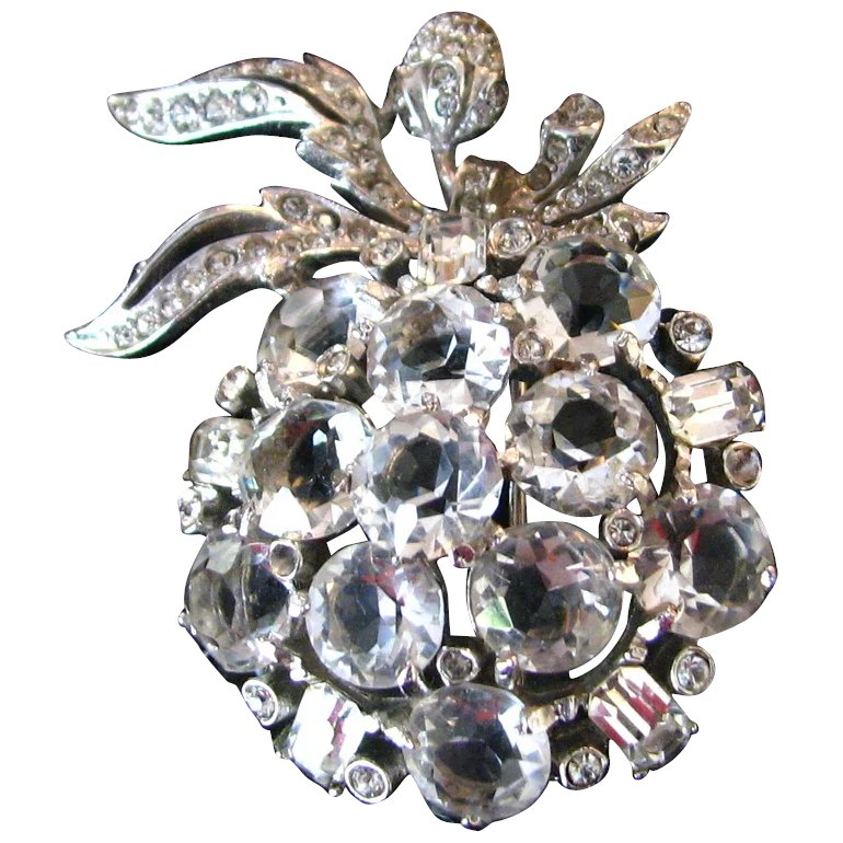 Lovely vintage rhinestone apple brooch fabulous jewels for Jewelry repair san rafael