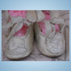 ~~~ Beautiful White Leather Shoes with Rosettes ~~~