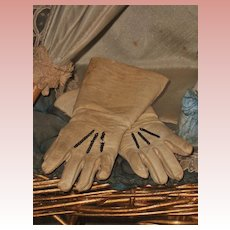 ~~~ Pretty Jumeau Leather Gloves / Factory Original 1880 ~~~