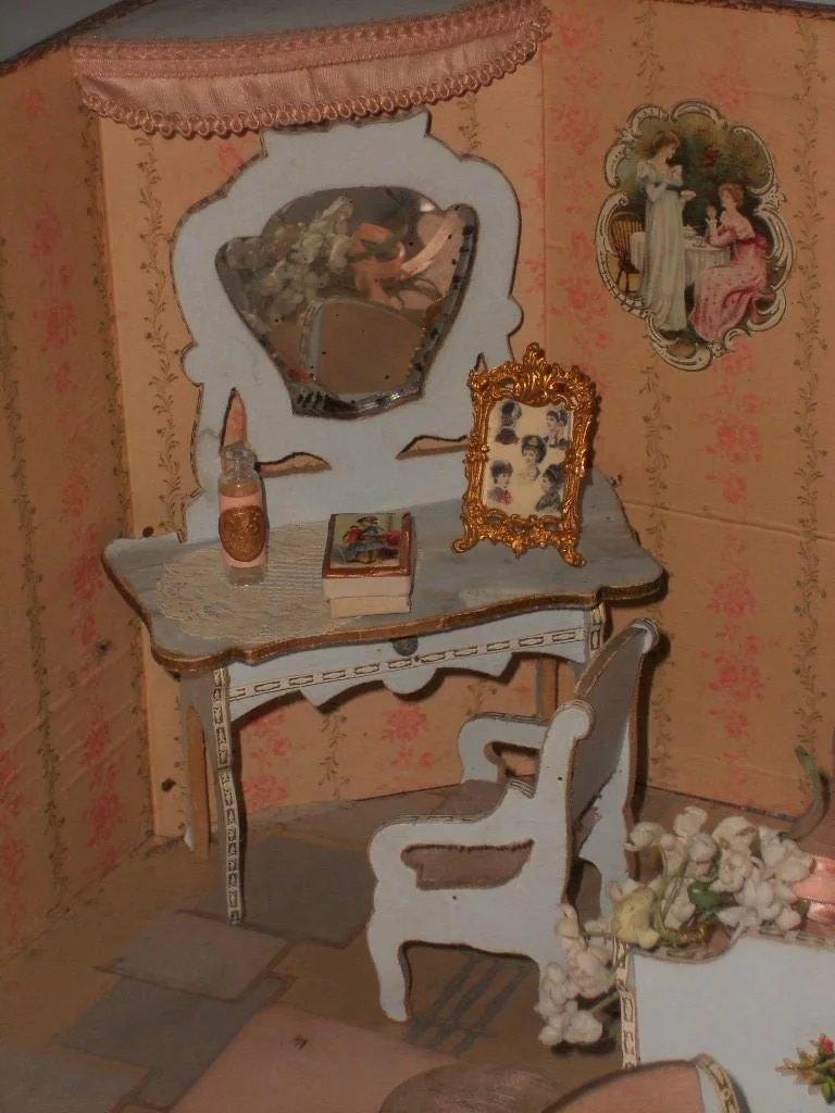 Reserved Miniature Doll House Chambre In Original
