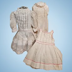 ~~~ Pretty Three Piece Set of 19th. century Antique Bebe Costume ~~~