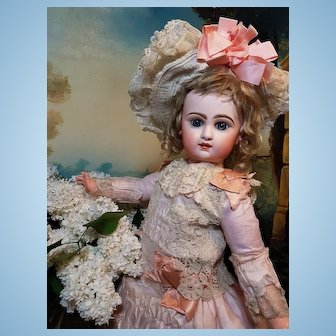 ~~~ Pretty French Douillet Bebe Founding Jumeau et Cie ~~~