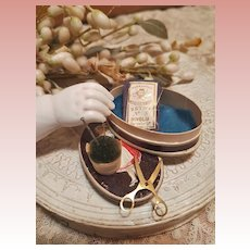 ~~~ Lovely Tiny Sewing Box for French Poupee ~~~