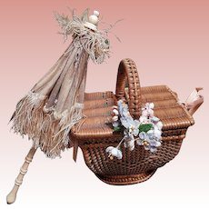 ~~~ Lovely small Poupee Parasol and Basket ~~~