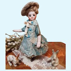 ~~~ Mademoiselle Mignonette in Superb Clothing and original Condition ~~~