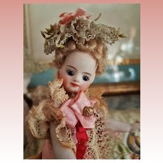 ~~~Pretty Mademoiselle Mignonette in Superb Clothing and original Condition ~~~