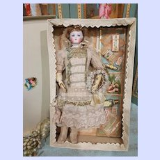 ~~~ Pretty antique French Poupee in Presentation ~~~