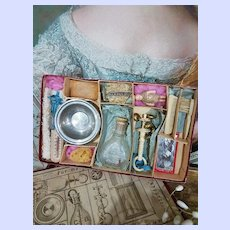 ~~~ Rare Bebe Nursing Set in Presentation Box from 19th. Century ~~~