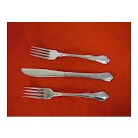 Oneidacraft Deluxe ~ Chateau Pattern ~ 2 Forks, 1 Knife