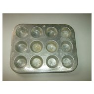 Muffinaire Junior Aluminum Muffin Pan - 12 Cup