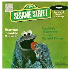 """1976 Sesame Street Cookie Monster 7"""" 45 Vinyl Record, Cookie's Rhyming Song, Muppets Children's Classics, Television, Vintage"""