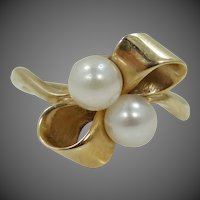 10k Gold Cultured Pearls Bow Motif Ring
