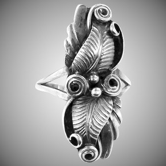 """Navajo Benson Manygoats Sterling Silver """"Feathers"""" Ring"""