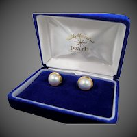 Wally Yonamine  18k Gold Mabe Pearl Stud Earrings Mint in Original Box
