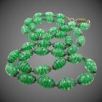 Neat Swirled Emerald Green Art Glass Necklace