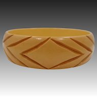 "3/4"" Wide Carved Cream Corn Bakelite Bangle Bracelet"
