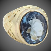 18k Gold Blue Topaz Size 9 Ring