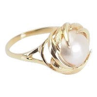 Elegant vintage designer 14k yellow gold and pearl ring size 8.5