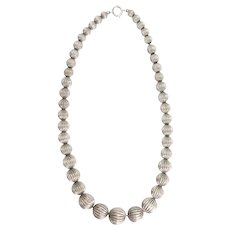 Elegant vintage ribbed fluted sterling silver flute ball necklace