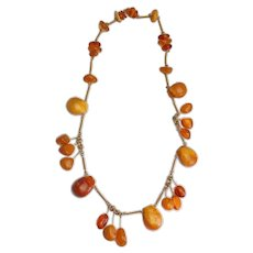 Gorgeous vintage genuine Baltic amber dangling gemstone necklace