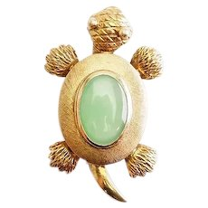 Delicate vintage 14k yellow gold and jade turtle tortoise animal brooch pin