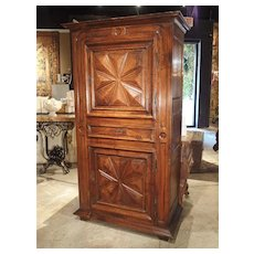 17th Century Walnut Wood Homme Debout Cabinet from France