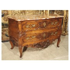 Period Louis XV Walnut Wood Commode 'Sauteuse' from Nimes, France Circa 1740