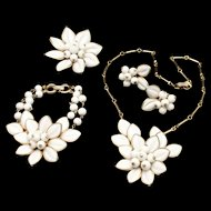 Coro White Parure Vintage Necklace Bracelet Pin Earrings