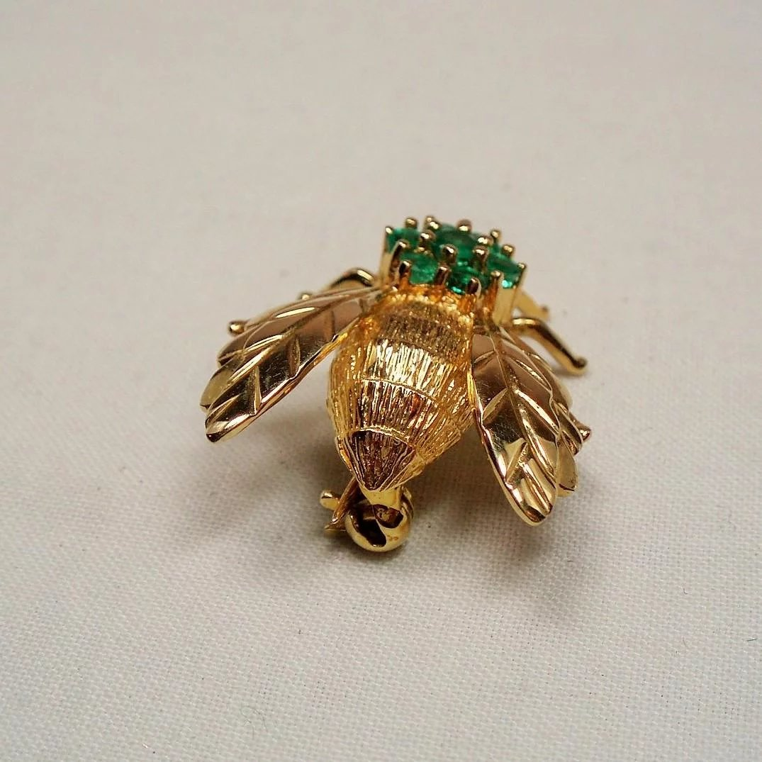 Vintage 18k Gold Emerald Bee Pin Pendant Unforgettable