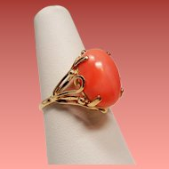 Vintage Oval Coral Cabochon 14K Gold Ornate Ring