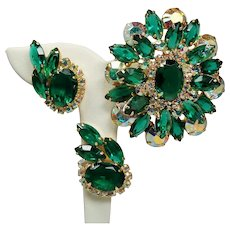 Vintage D&E Juliana Emerald Green Rhinestone Large Dimensional Brooch Earrings Demi Parure