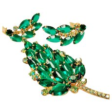 Vintage D&E Juliana Emerald Green Navette Rhinestone Brooch Earrings Set.