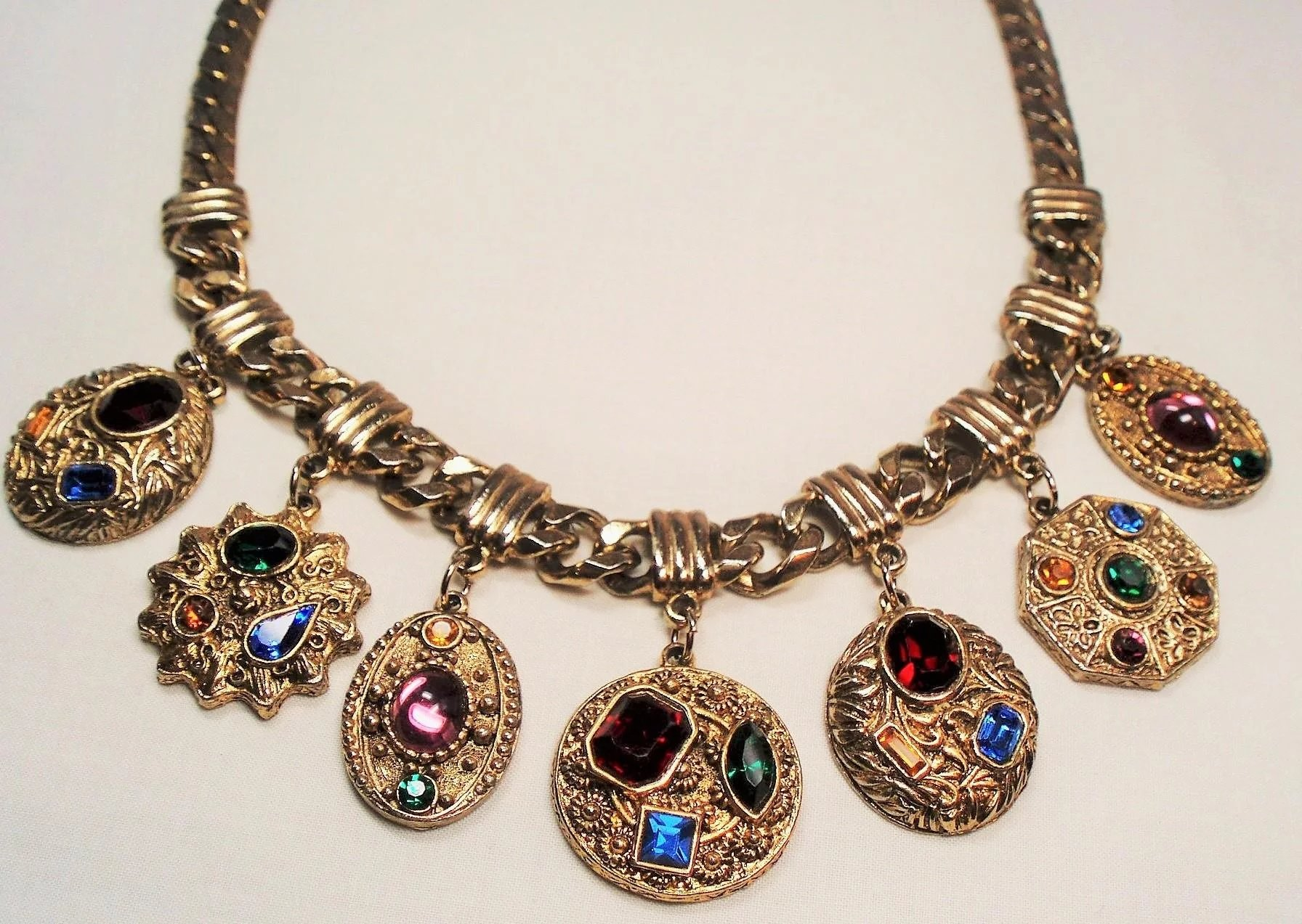 foto Found: An Amazing Vintage Jewel Tone Necklace from the1920s