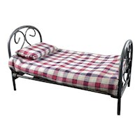 NEW Vintage Wrought Iron Dressed DOLLHOUSE BED 1:12 Dollhouse Miniature