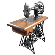 Vintage SEWING MACHINE 1:12 Dollhouse Miniature