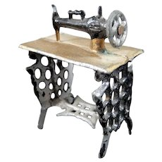 Antique Metal SEWING MACHINE 1:24 Dollhouse Miniature