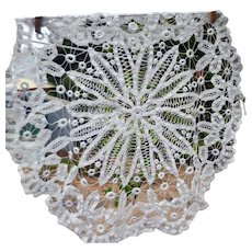 """EXQUISITE Antique Hand Made LACE 22"""" Round Linen Tablecloth"""