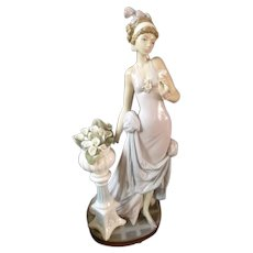 """RARE 15"""" Lladro 1920s Woman Figurine """"A Touch of Class"""" 5377 Retired 2001"""