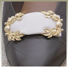 MUSI White Faille Shoe Clip
