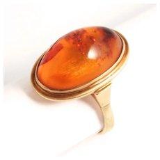 Vintage 1930 8 Karat Gold Amber Ring.